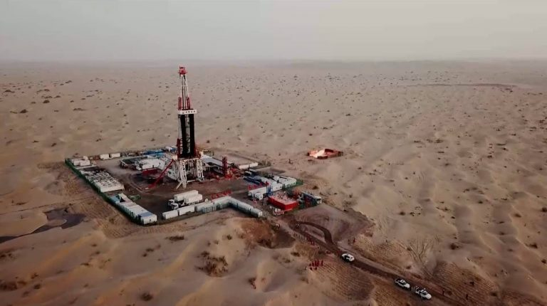 The Tarim oilfield branch of PetroChina, China's largest oil and gas producer, said Friday they had discovered a new ultra-deep oil and gas area with reserves of 1 billion tonnes.